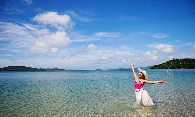Mãn nhãn với vẻ đẹp yên bình & lãng mạn của bãi biển Hồng Vàn Cô Tô