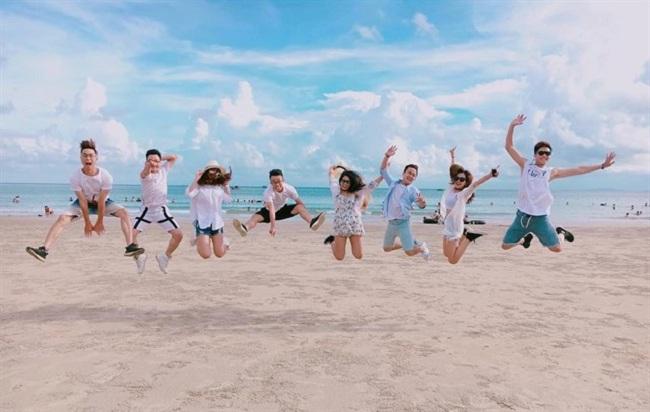 Cùng lũ bạn chụp những bức ảnh để đời tại bãi biển Hồng Vàn Cô Tô