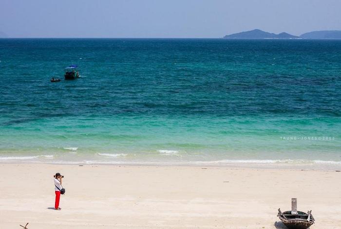 Vẻ đẹp hoang sơ của bãi biển Vàn Chảy Cô Tô